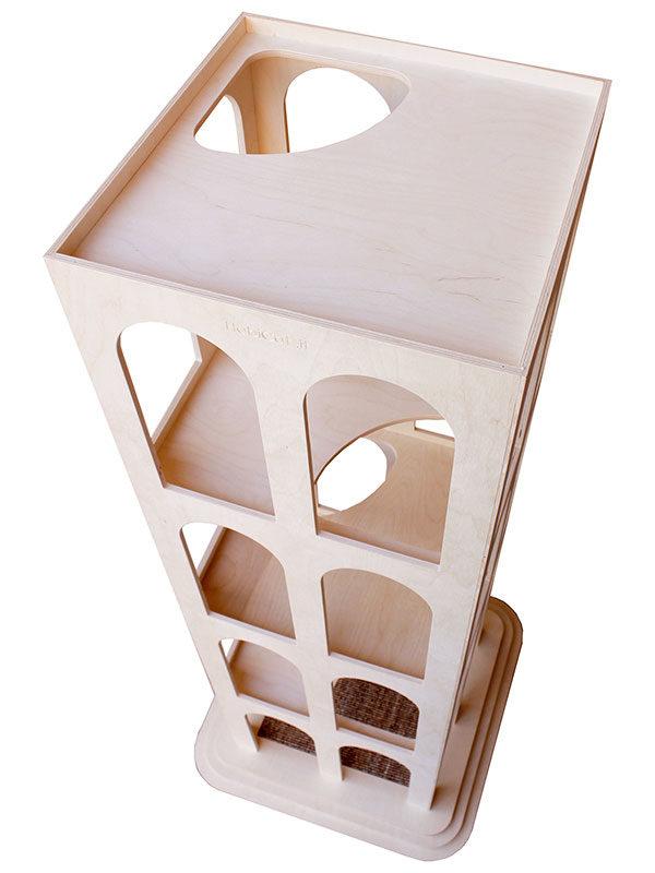 Vista superiore del tiragraffi in legno Gattacielo